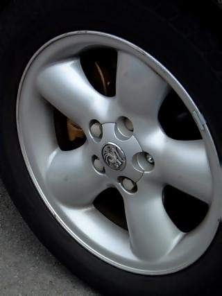 Vehicles Photographs - Picture of Tyre and alloy wheel of Vauxhall Vectra