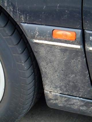 Vehicles Photographs - Picture of Tyre and nearside indicator on mud splattered wing of Vauxhall Vectra